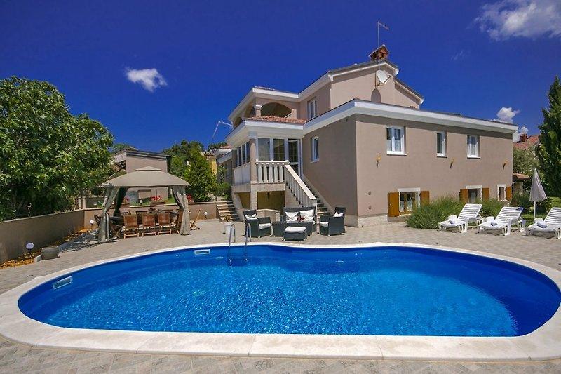 Villa Bea with swimming pool