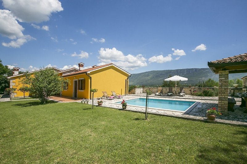 Villa Paola mit Pool