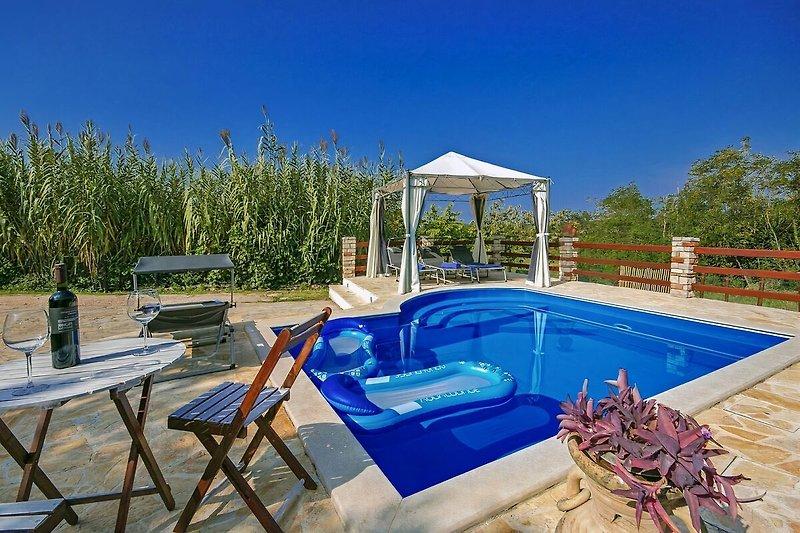Ferienhaus Ester mit Pool