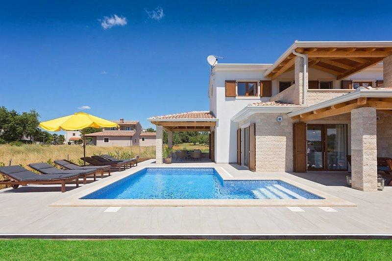 Villa Fortuna mit Pool