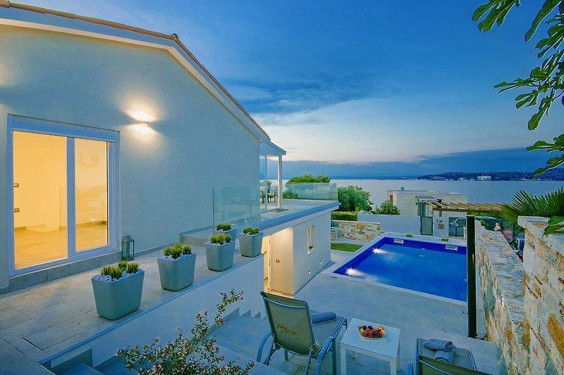 Außenansicht an Villa Aurora mit Pool