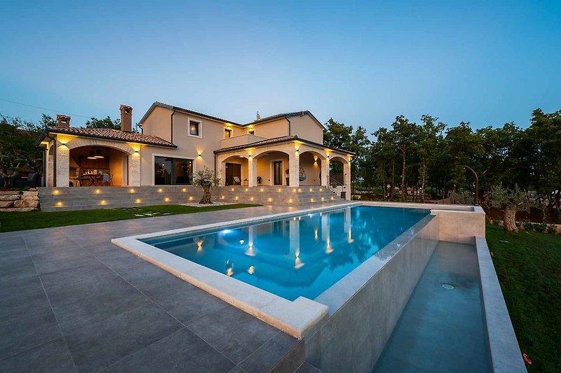 Villa Maria Markovici with swimming pool