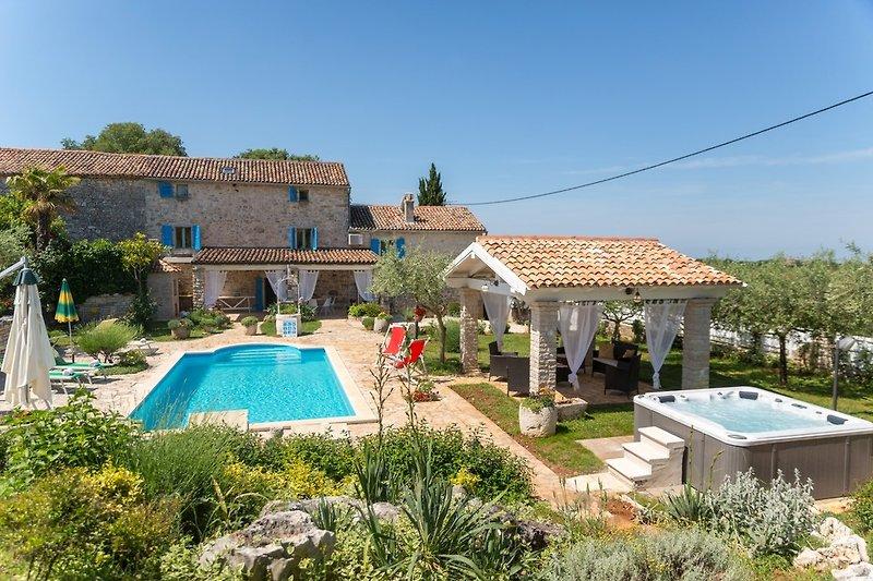 Villa Oleandra mit Pool