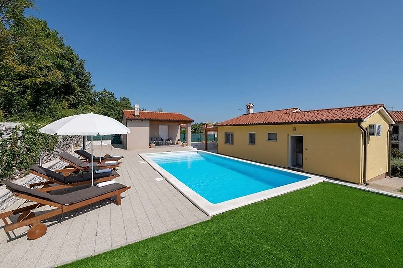 Villa Asteria mit Pool