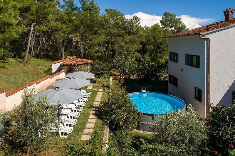 Ferienhaus Max mit Pool