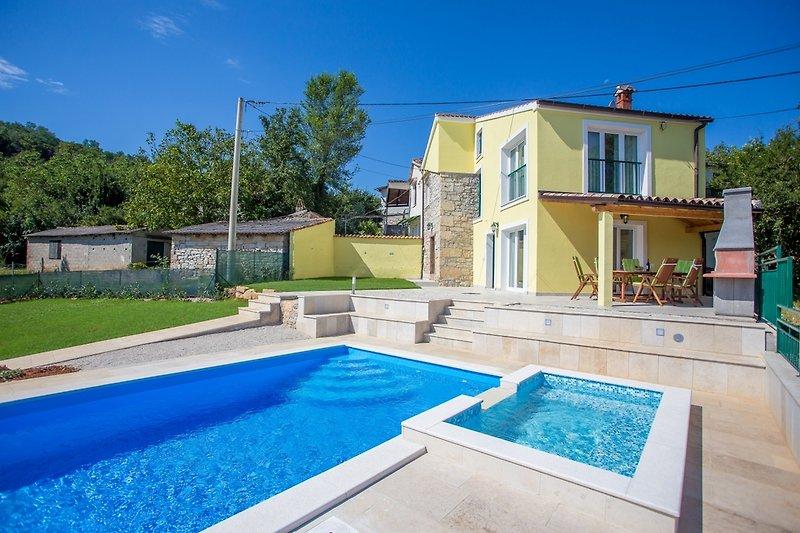 Villa Ana Spinovci mit Pool