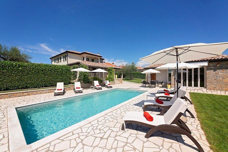 Villa Inga mit Pool