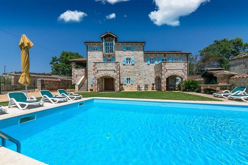 Villa L Susnjici mit Pool