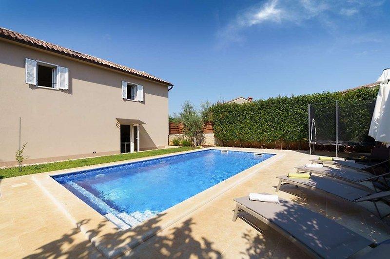 Villa ViN mit Pool