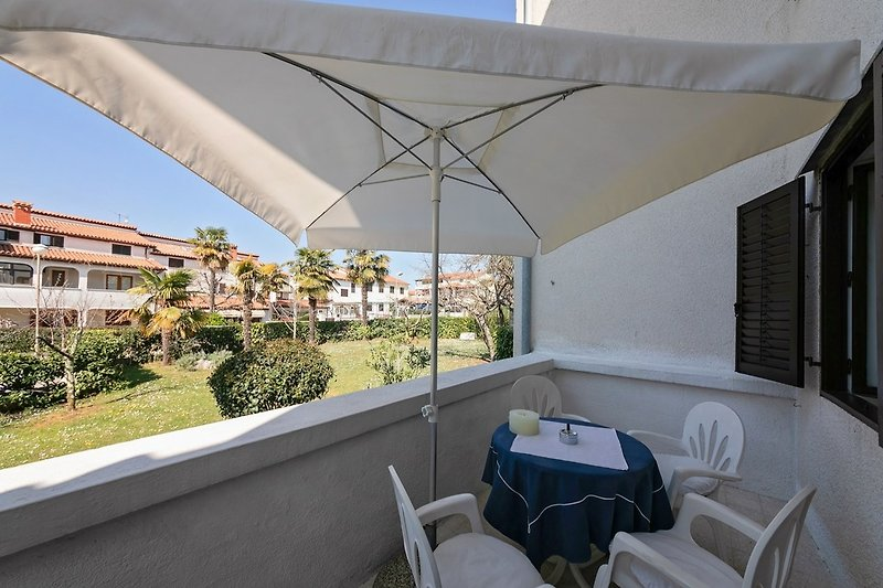 Terrasse mit Sitzgarnitur