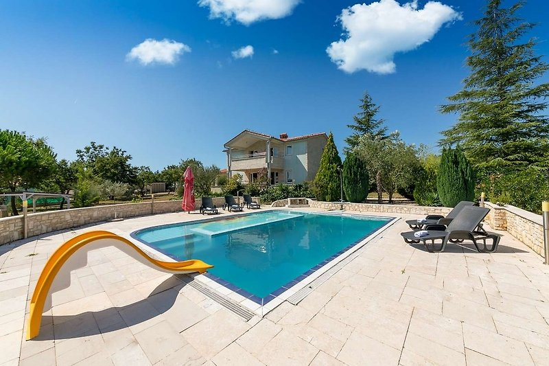 Villa Majmajola mit Pool
