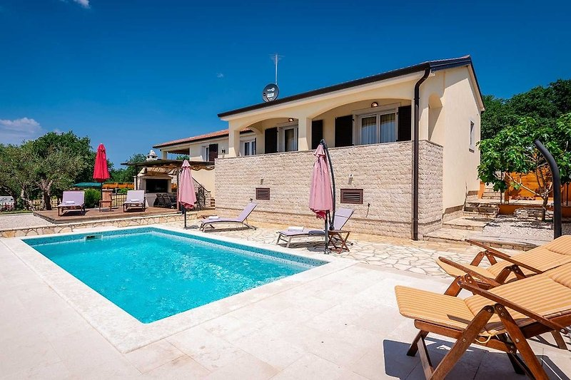 Casa Nono Labinzi mit Pool