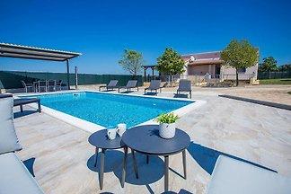 Villa San Antonio für 8 Personen ist ein Öko-Grundstück  in der Nähe von Pula und Fažana.