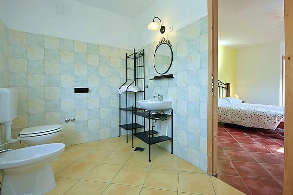 Villa borgonja ferienhaus in karojba mieten for Badezimmer 14 qm