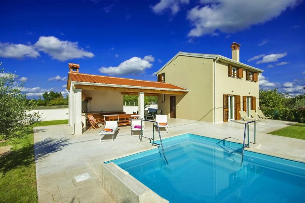 Casa mondo casa vacanze in zbandaj affittare for Piani casa a prezzi accessibili 5 camere da letto