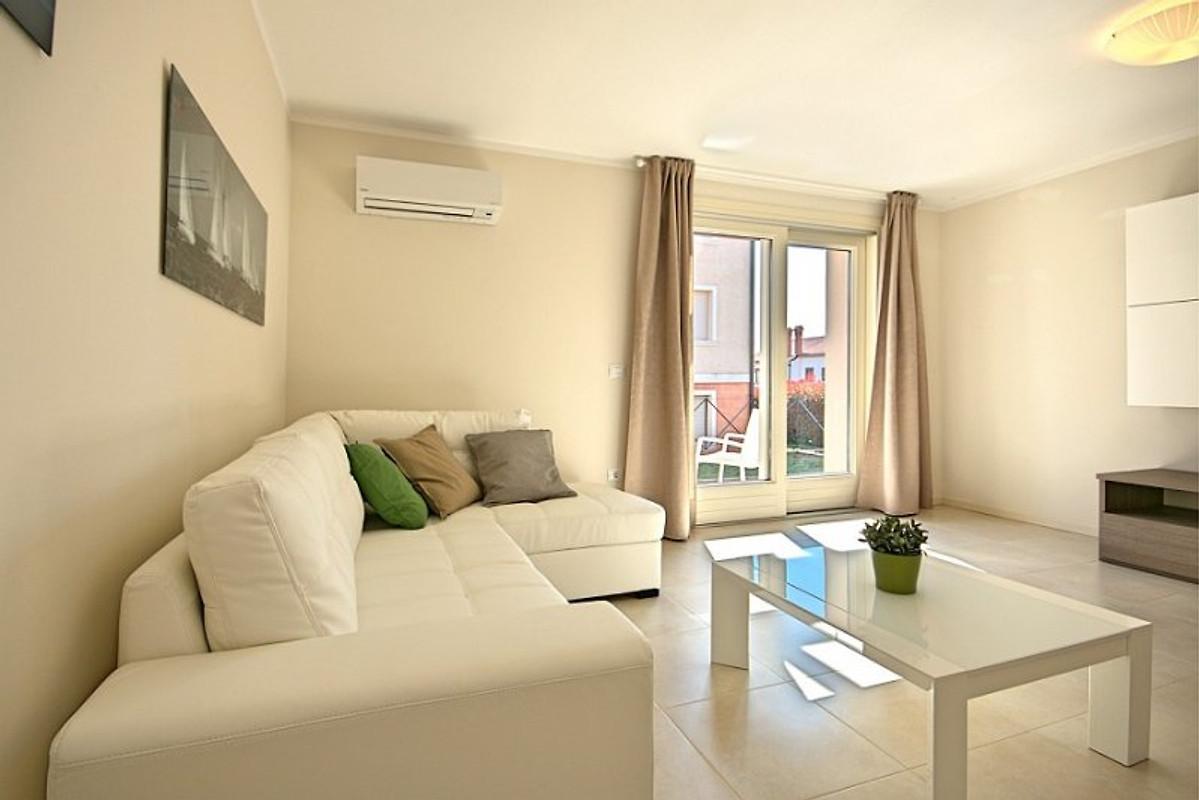 Ferienwohnung adriano ferienwohnung in novigrad mieten for Wohnzimmer 19 qm