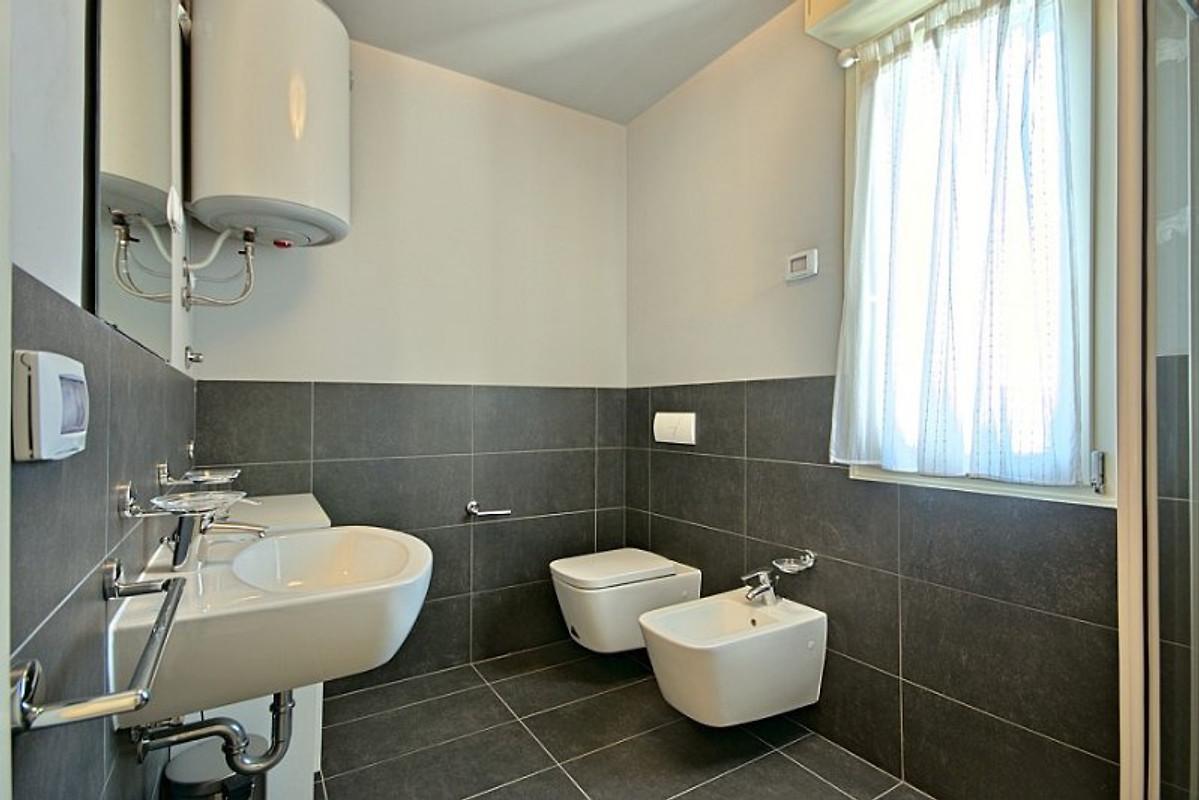 Appartamento adriano appartamento in cittanova affittare for Piani di casa con 5 camere da letto con stanza bonus