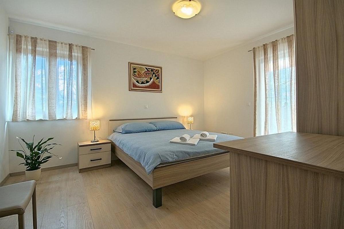 Haus vilana ferienhaus in svetvincenat mieten - Schlafzimmer ausstattung ...