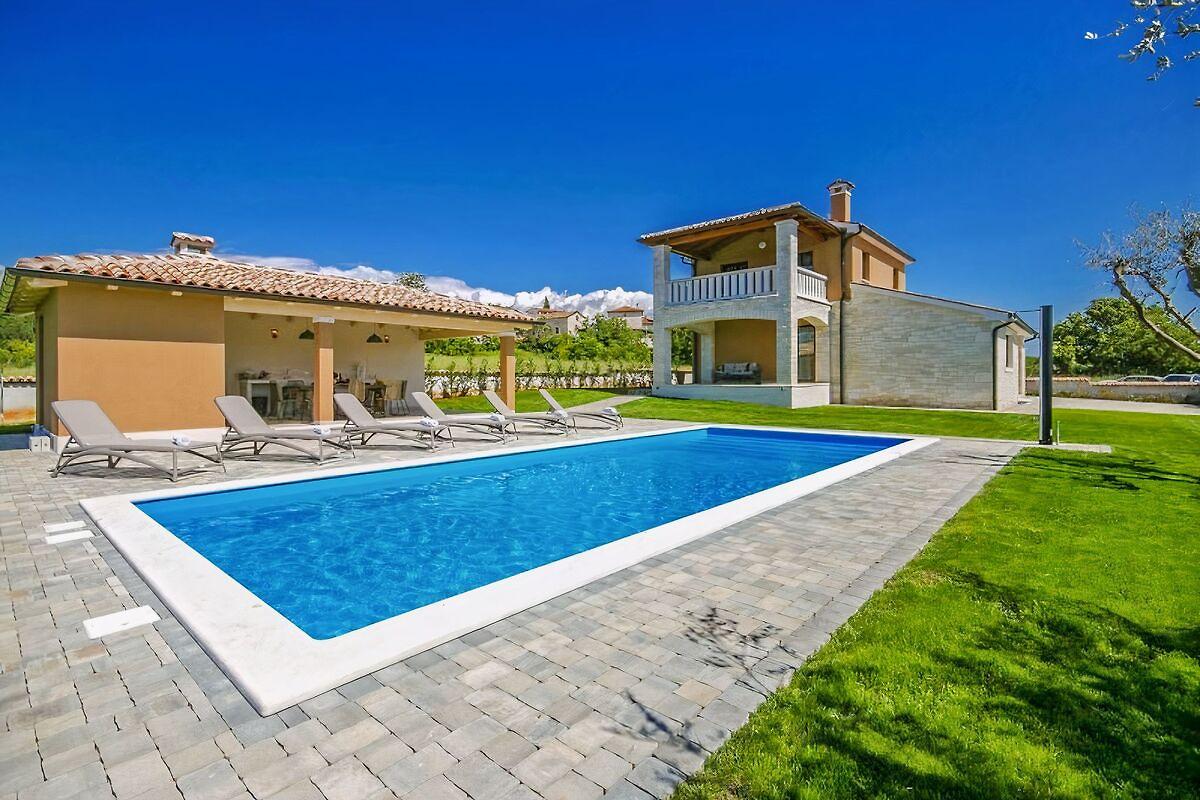 Villa nata casa vacanze in parenzo affittare for Piani casa a prezzi accessibili 5 camere da letto