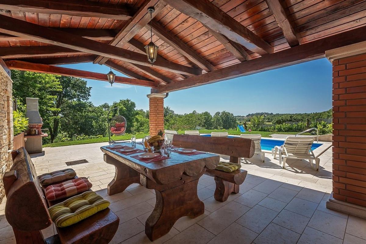 Sommerküche Auf Dem Balkon : Villa valentina in ližnjan firma tourist agency albatours frau b