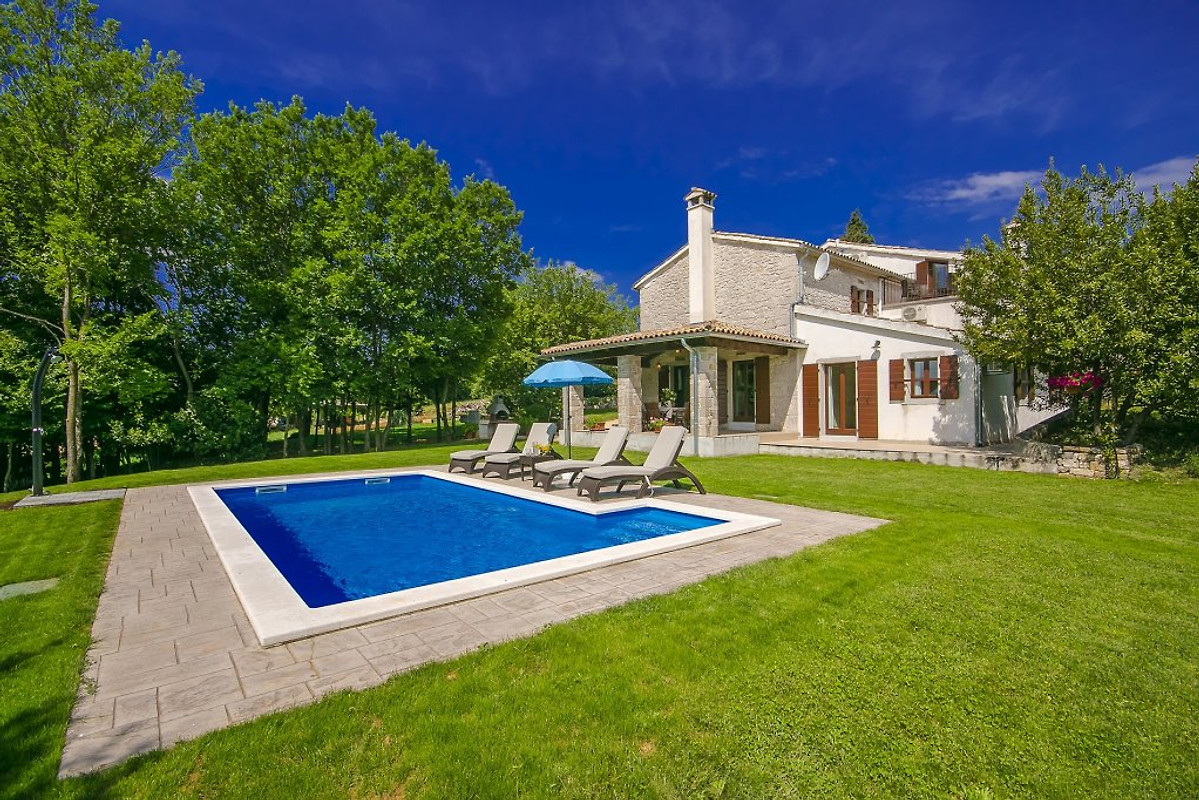 Villa garibaldi maison de vacances buzet louer for Piscine garibaldi