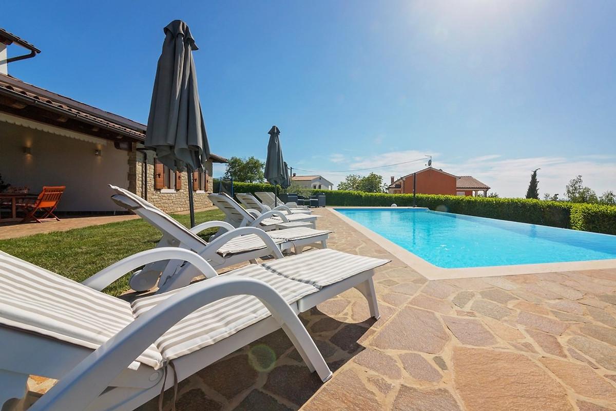 Villa ciano casa vacanze in visnjan affittare for Piani casa a prezzi accessibili 5 camere da letto