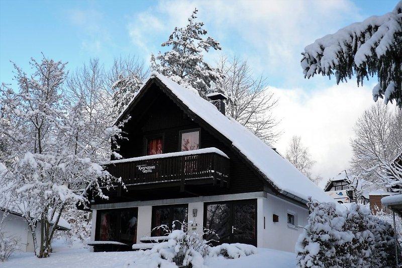 Knusperhaus im Schnee