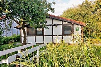 Das Apfelhaus liegt wunderschön in einer alten Apfelplantage und hat durch seine hauseigene Brücke kurze Wege zum Deich.