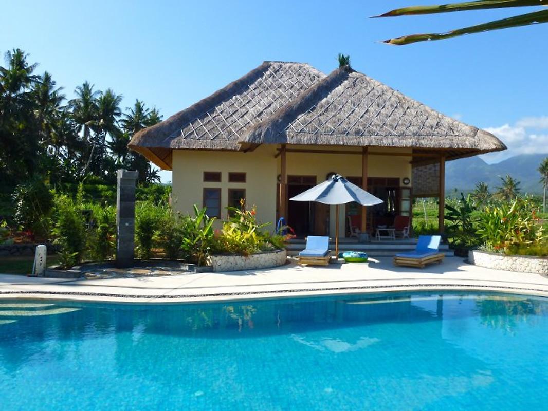 villa matahari urspr ngliches bali ferienhaus in. Black Bedroom Furniture Sets. Home Design Ideas