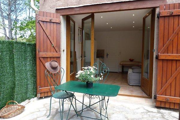 studio ferienhaus in draguignan mieten. Black Bedroom Furniture Sets. Home Design Ideas