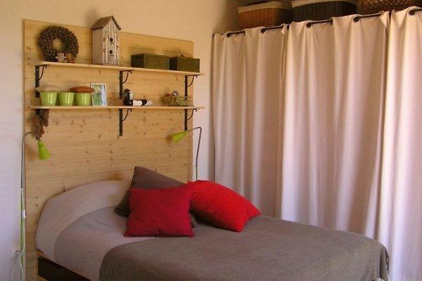 la maison de mathilde ferienhaus in montr al mieten. Black Bedroom Furniture Sets. Home Design Ideas