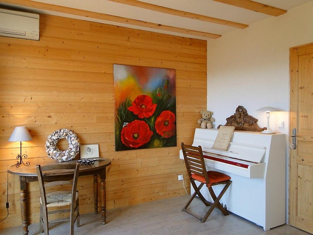 la maison de mathilde maison de vacances montr al louer. Black Bedroom Furniture Sets. Home Design Ideas