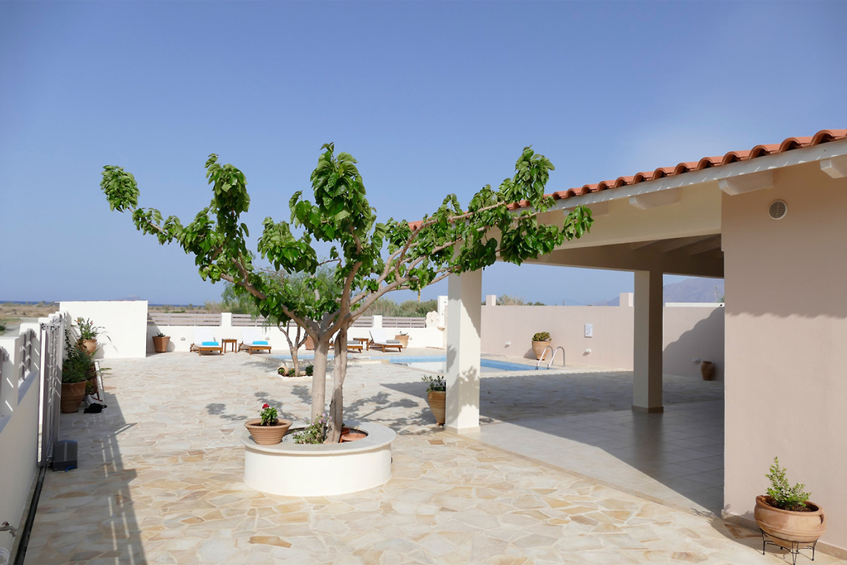 haus filothei am strand mit pool ferienhaus in afrathias mieten. Black Bedroom Furniture Sets. Home Design Ideas