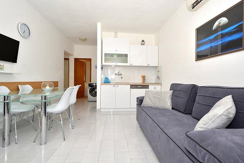 Wohn-&-Esszimmer mit Küche