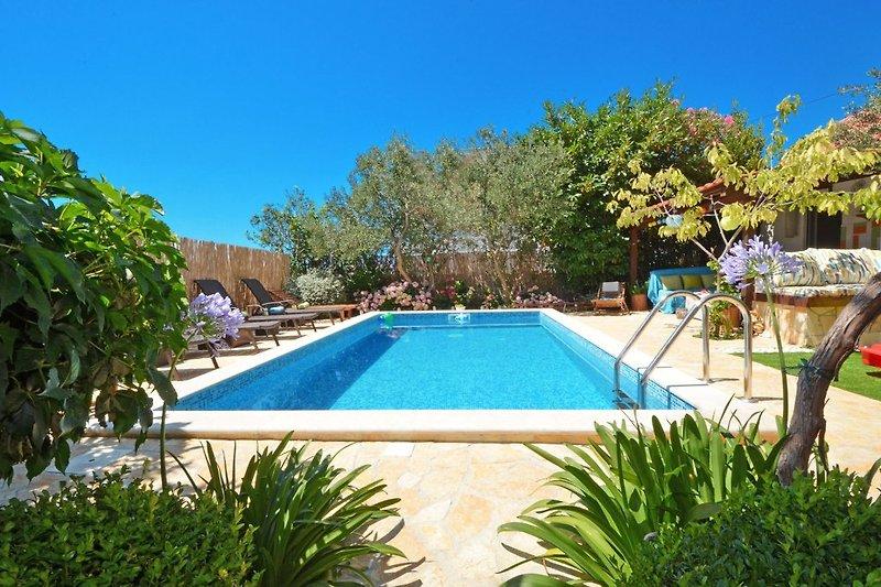 Villa de lujo; 6 dormitorios y piscina en Okrug Gornji - imágen 2