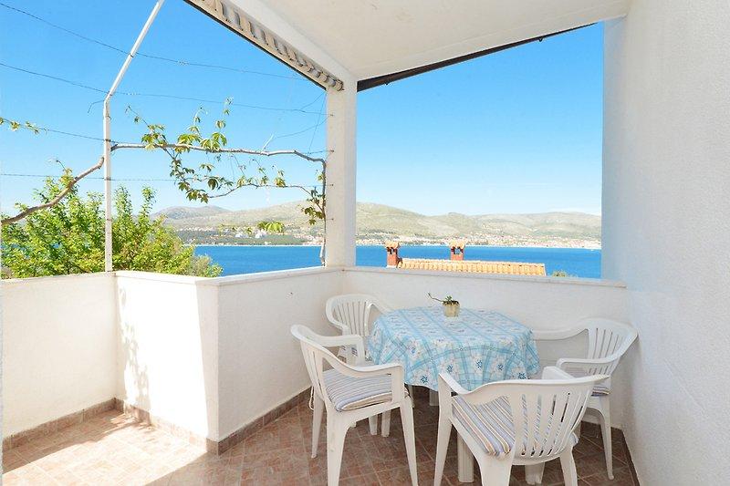 Terrasse 1 mit Blick aufs Meer