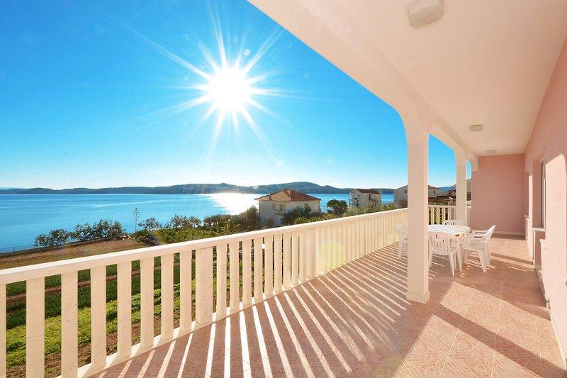 Balkon mit Meeresblick