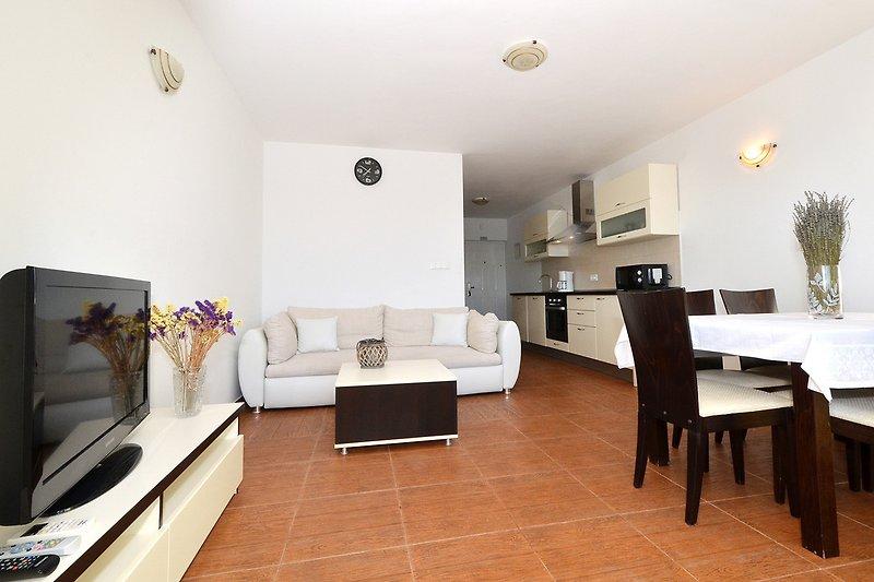 Wohn-Esszimmer & Küchen Bereich