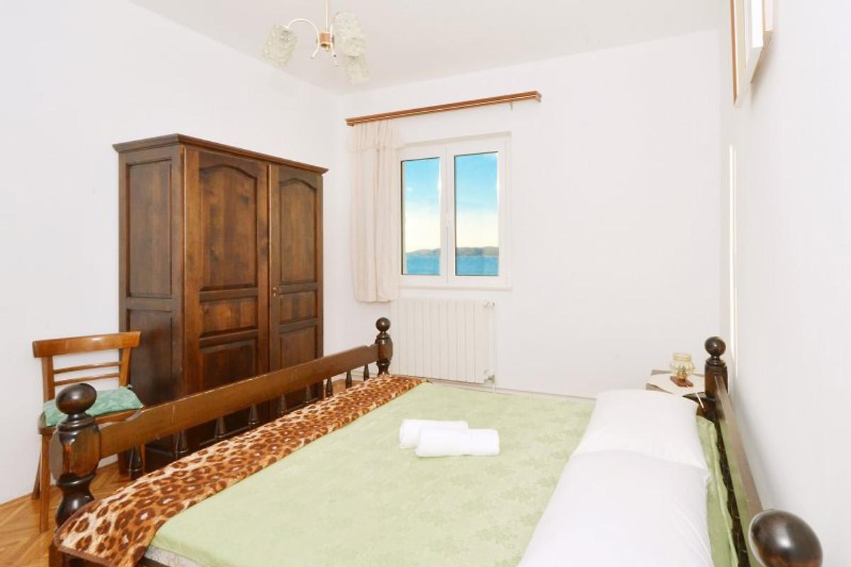 Appartement okrug met groot terras vakantie appartement in okrug gornji huren for Terras strijkijzer