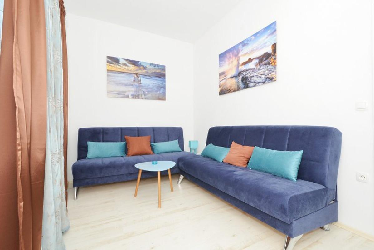 Luxury villa; 6 Bedrooms & Pool - Holiday flat in Okrug Gornji