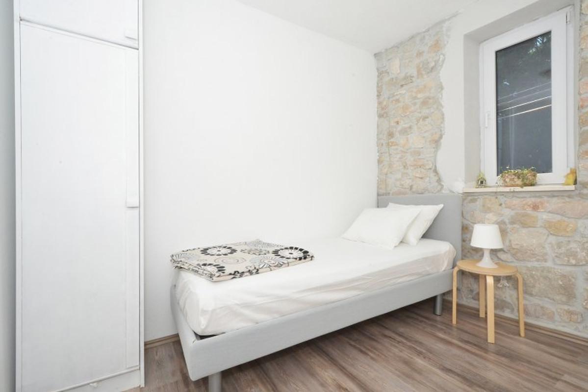 kambelovac 1 modern und gem tlich ferienwohnung in kastel stari mieten. Black Bedroom Furniture Sets. Home Design Ideas
