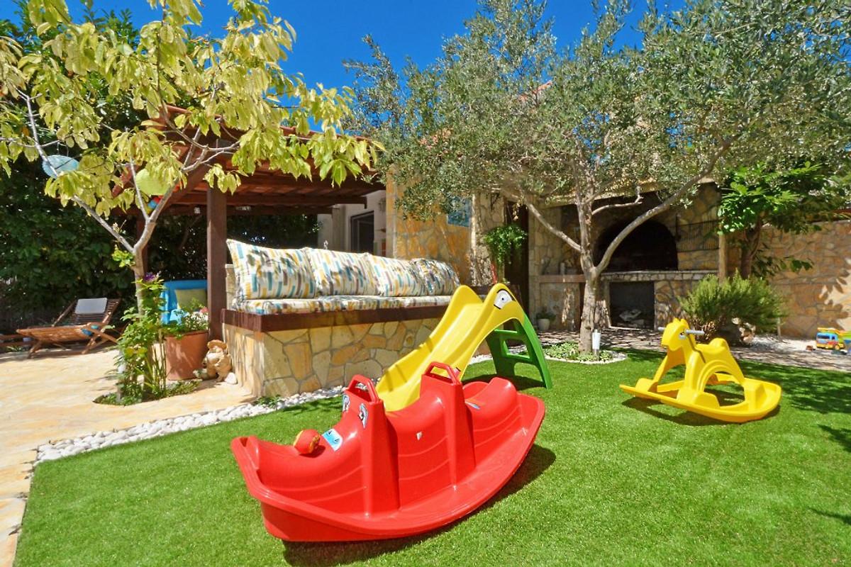 Luxus schlafzimmer mit pool  Luxus Villa; 6 Schlafzimmer & Pool - Ferienwohnung in Okrug Gornji ...