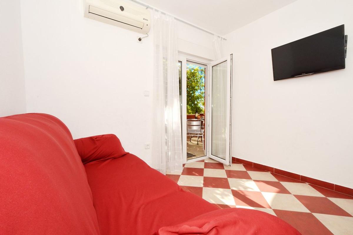 Katija 2 con 3 camere da letto appartamento in okrug for Appartamento con 3 camere da letto nel seminterrato