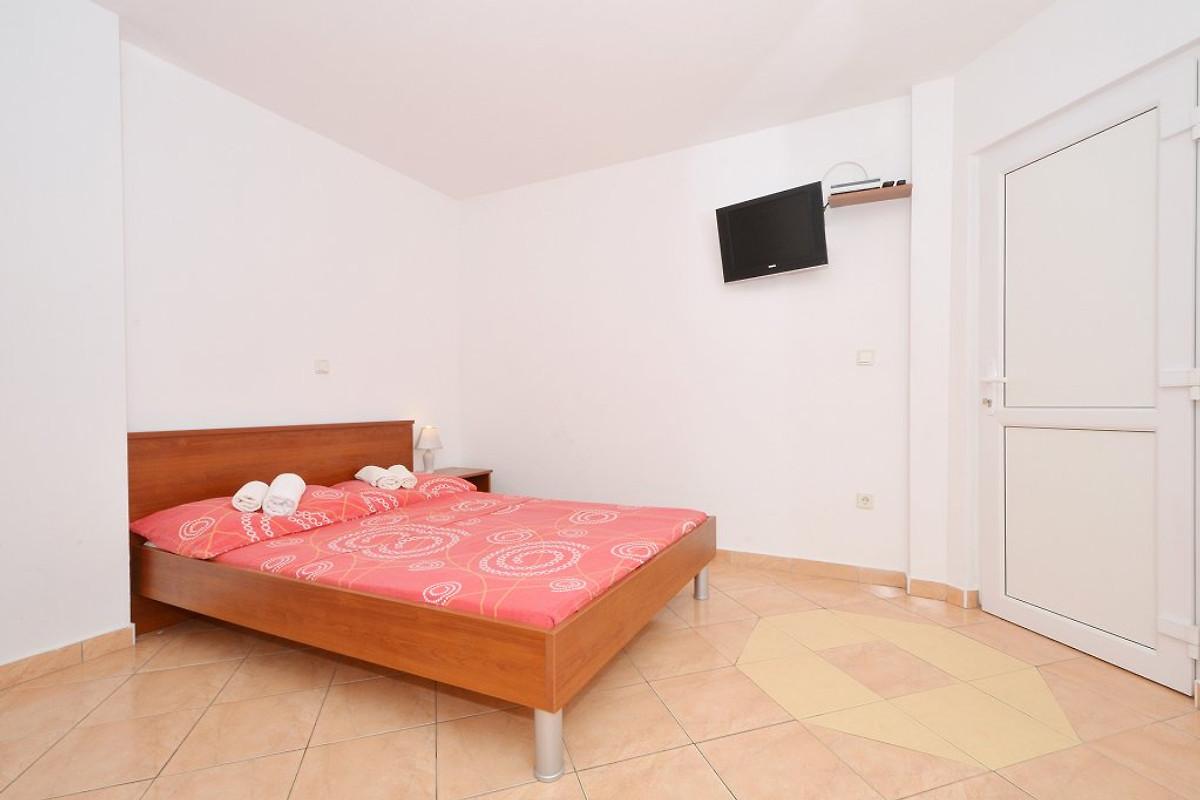 Katija 2 con 3 camere da letto appartamento in okrug for Appartamento con 2 camere da letto