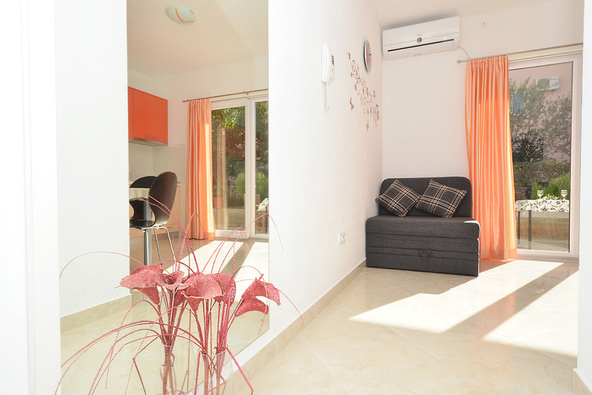 zeljka 4 pas cher et 3 personnes appartement okrug. Black Bedroom Furniture Sets. Home Design Ideas