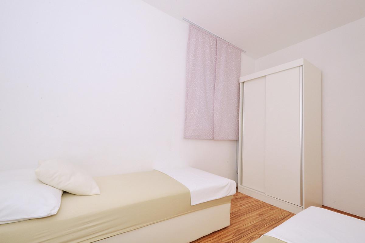 Deluxe 1 modern bis zu 7 personen ferienwohnung in for Moderne einzelbetten
