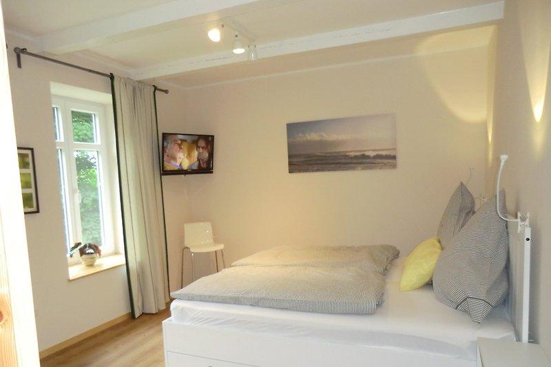2. Schlafzim. mit TV, erhöhte Betten