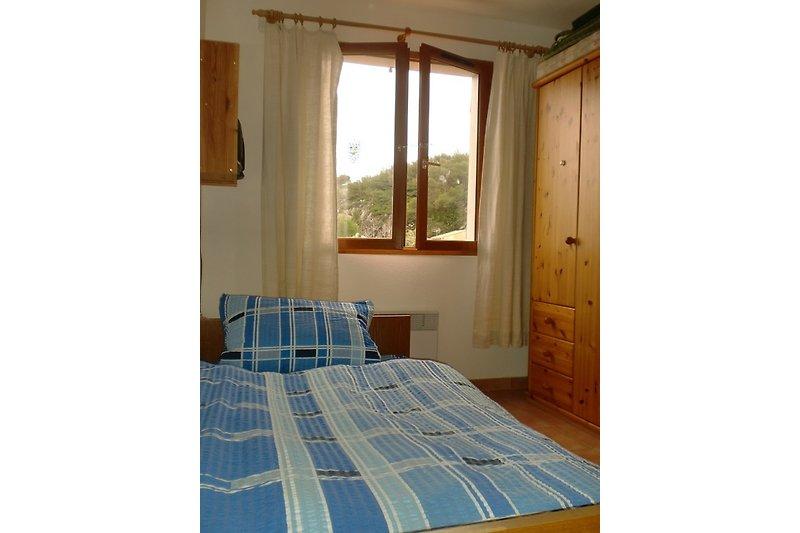 Zimmer mit Einzel- und Etagenbett