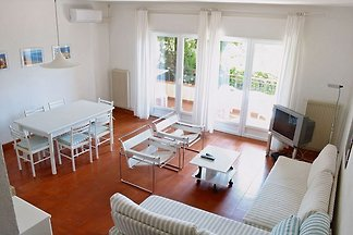 Apartment with swimming pool , tennis field and air condition.
