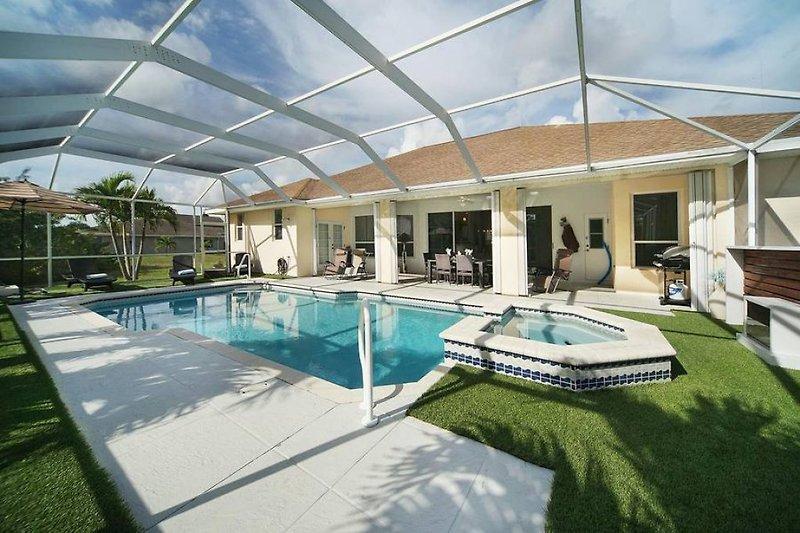 Poolbereich Villa Malibu
